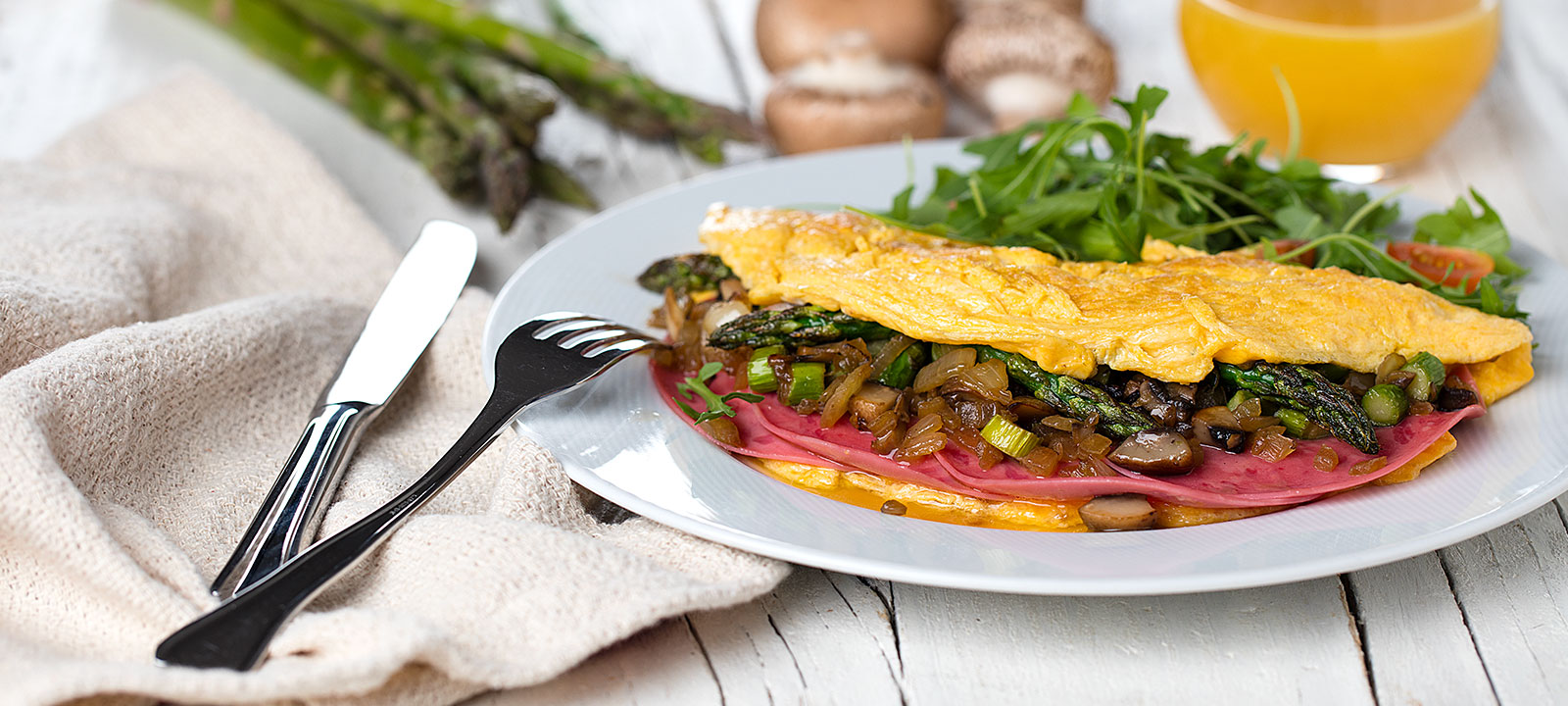 Omelete de Mortadela de Peru, Espargos e Cogumelos